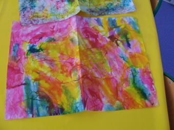 encres sur papier froissés mouillé