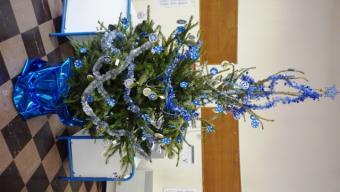 Le sapin décoré par tous les enfants de l'école