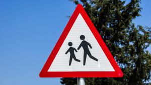 Légitimité de l'oncle d'un élève à venir à l'école régler les problèmes ?